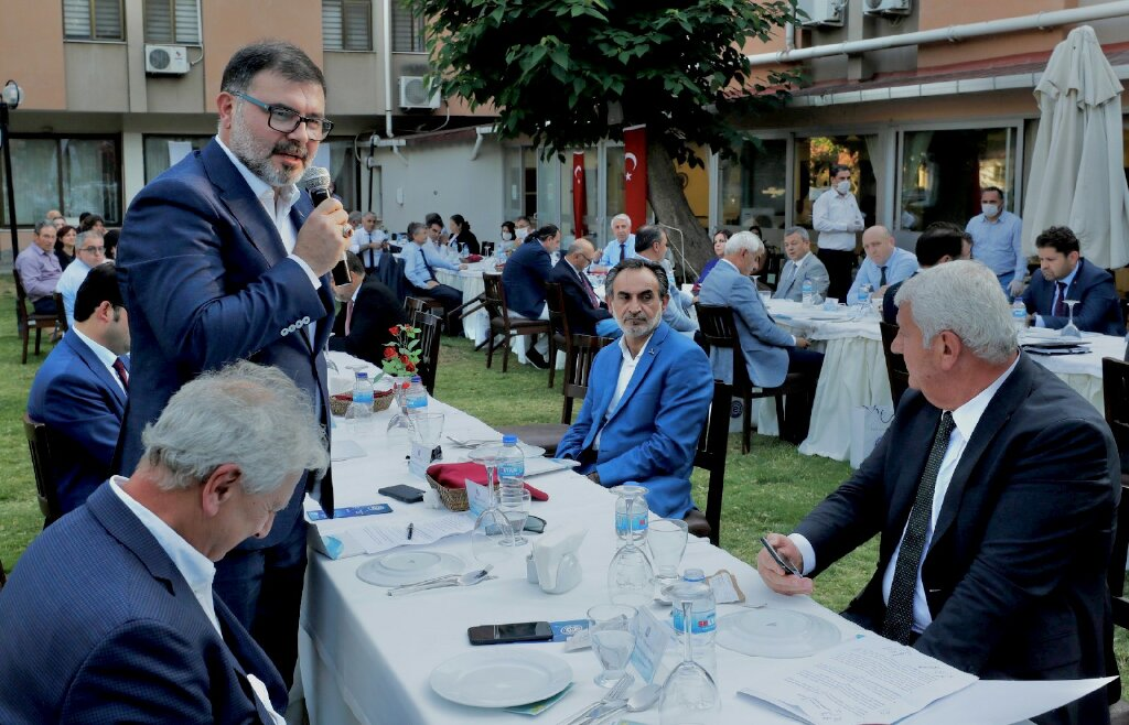 İZMİR'İN KANAAT ÖNDERLERİ EGE'DE BULUŞTU